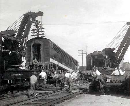 Trains and Railroads > LOUISVILLE & NASHVILLE wreck at Guthrie, KY 1957
